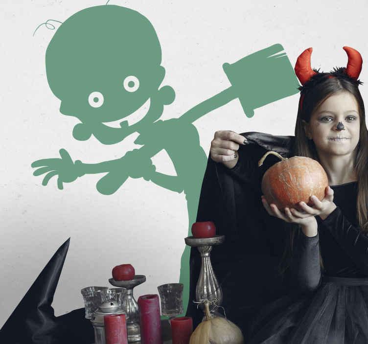 TenStickers. Zombie met schep sticker. Muursticker van een zombie dat lacht en naar je zwaait terwijl hij een schep vast heeft! Een eng maar ook schattige sticker.