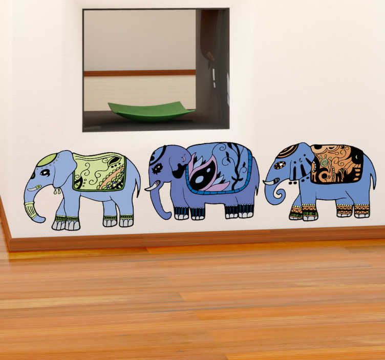 TenStickers. Sticker decorativo fila tre elefanti. Adesivo murale che raffigura tre pachidermi in fila uno dietro l'altro. Una decorazione di stile orientale per le pareti di casa.