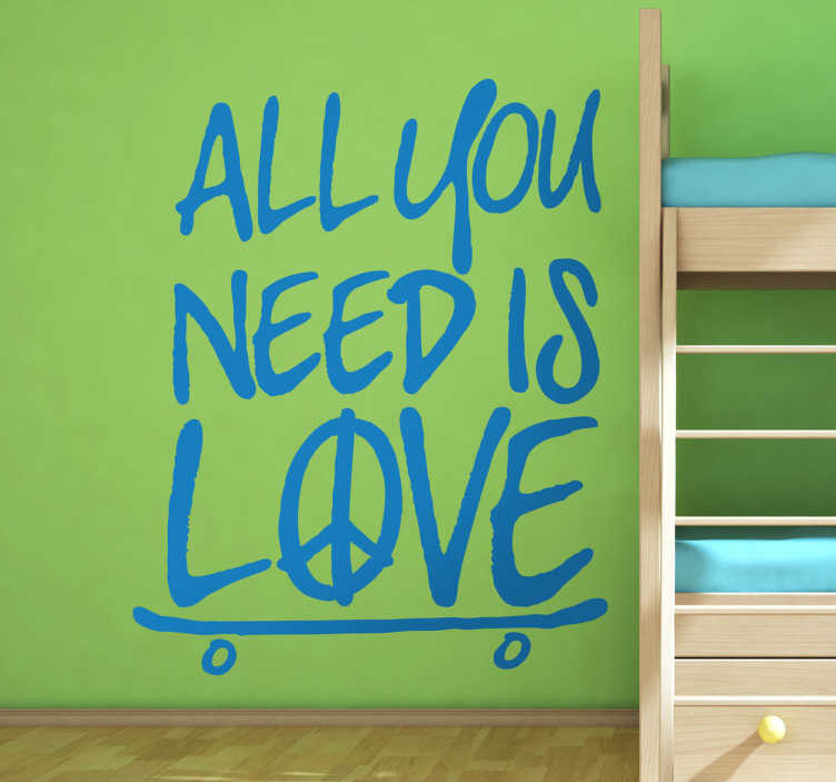 "TenStickers. Sticker skate all you need is love. Een leuke muursticker met de afbeelding van een skateboard en hierbij de tekst "" All you need is love ""."