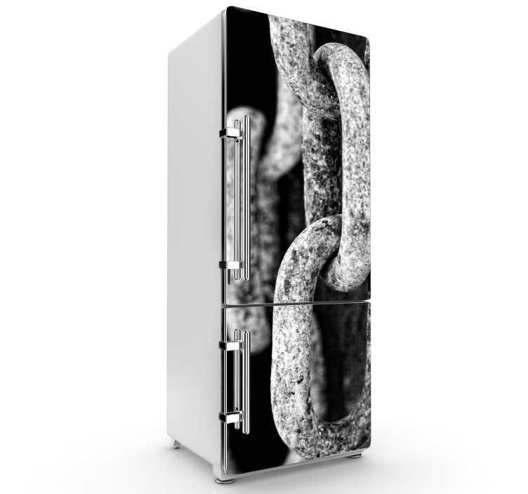 TenStickers. Sticker decorativo frigo catene nave. Personalizza il tuo frigorifero applicando questa fotografia adesiva in bianco e nero che ritrae le catene dell'ancora di una nave.*Se hai bisogno di misure alternative contattaci a %email%