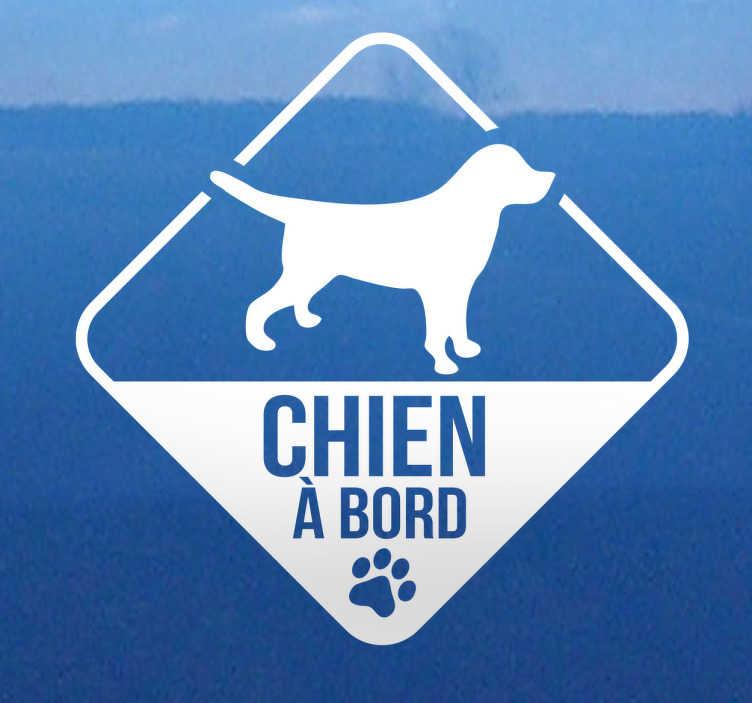 TenStickers. Sticker voiture chien à bord. Autocollant idéal pour signaler aux autres automobilistes la présence de votre animal de compagnie à bord de votre véhicule.