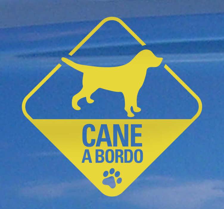 TenStickers. Sticker cane a bordo stilizzato. Il miglior amico dell'uomo in uno sticker colorato ed innovativo! Segnala con questo adesivo che nella tua automobile viaggia un animale domestico.