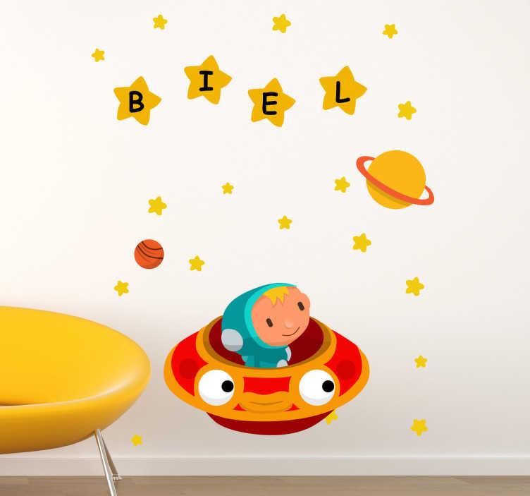TENSTICKERS. パーソナライズされた宇宙船の子供のステッカー. 星と宇宙船を示す壮大な宇宙壁のステッカー!それらの星の中にあなたの子供の名前を持つことができ、彼らの寝室や保育園に本当に個人的な感触を与えることができます!このフレンドリーなオレンジ色と黄色の壁のデカールは、適用するのが非常に簡単で、取り外し時に残渣を残しません。