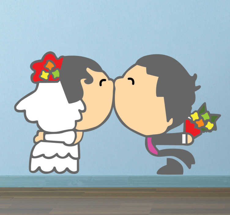 TenStickers. Sticker pasgetrouwd koppel zoen. Een leuk en romantische muursticker van een pasgetrouwd koppen dat elkaar een kus geeft. Romantische wanddecoratie voor uw woning!