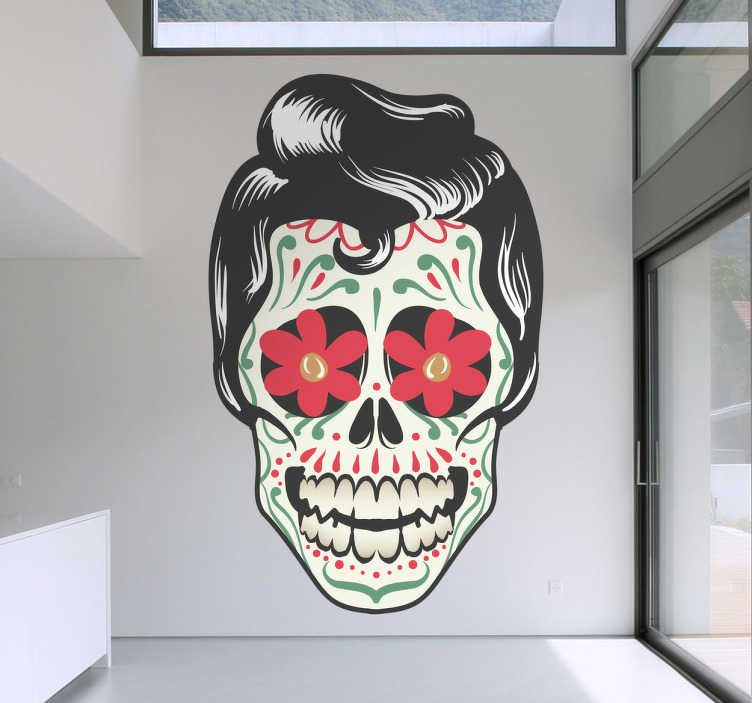 TENSTICKERS. メキシコのロックスカル. Freepikによって設計されたクリエイティブな壁のステッカー。あなたがメキシコで死者の日を知っているなら、このデカールを愛するでしょう。 mexicandíade los muertos festivalにインスパイアされた素晴らしい壁のステッカー。入れ墨のある頭蓋骨のデカールとelvis presleyに似た髪型。
