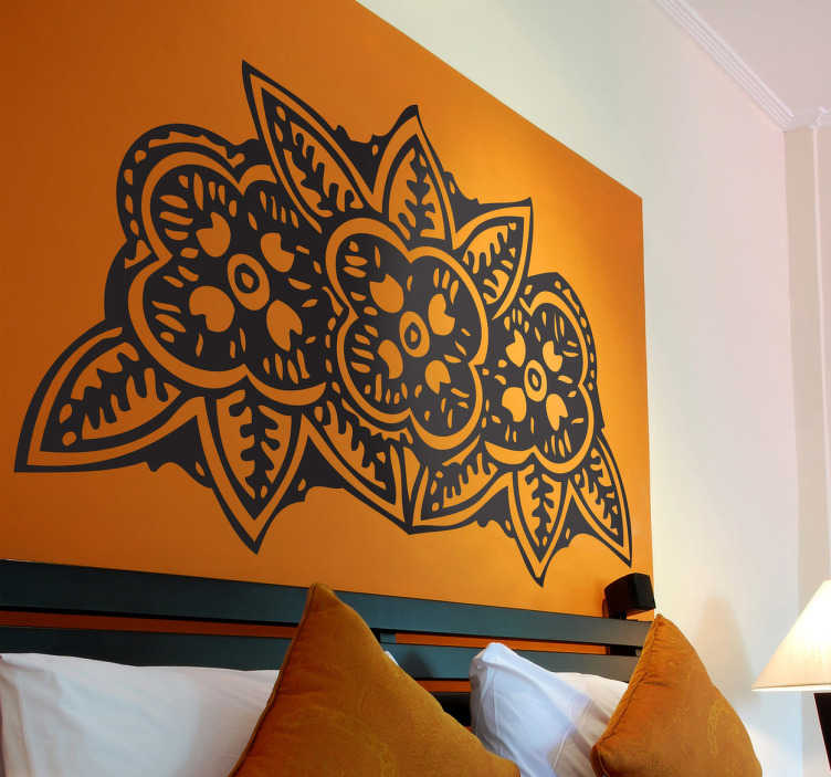 TenStickers. Drie Indische bloemen sticker. Decoratieve sticker van 3 mooie bloemen Geïnspireerd op Indische tekeningen en bloemen! Personaliseer jouw woonkamer of slaapkamer.