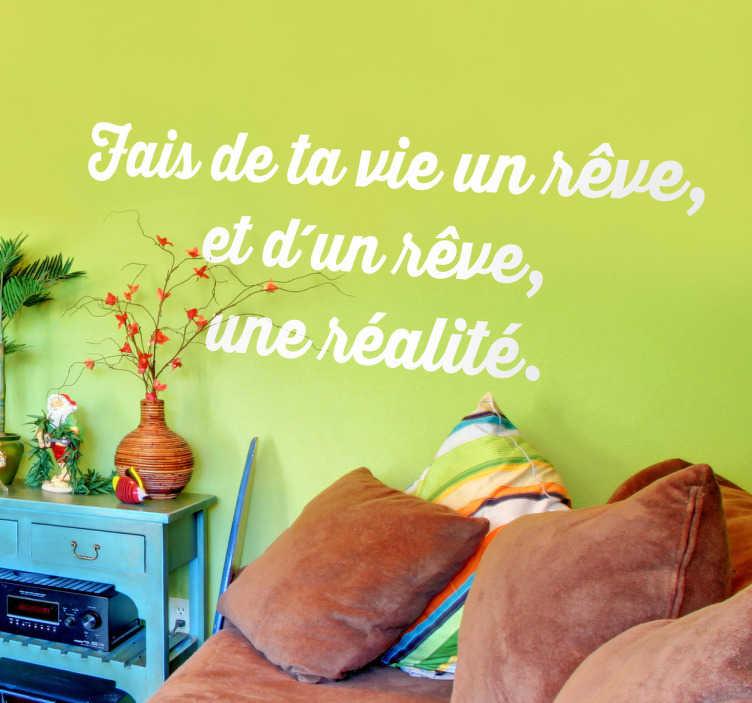 TenStickers. Sticker vie rêve réalité. Personnalisez votre décoration avec cette citation d'Antoine de Saint-Exupéry, auteur du Petit Prince, pour positiver et prendre la vie du bon côté.