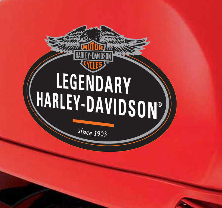 TenStickers. Sticker étiquette Harley Davidson. Personnalisez votre véhicule avec le sticker ovale en noir, gris et orange de la célèbre marque de motos américaine, Harley Davidson.