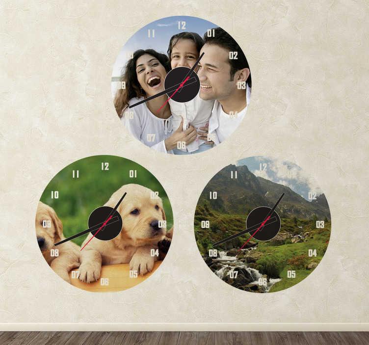 TENSTICKERS. パーソナライズされた写真の壁時計ステッカー. 壁掛け時計-家族のポートレートからペットなど、お気に入りの写真でカスタマイズされた時計を作成します。どんな部屋にもぴったり