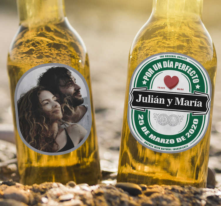 TenStickers. Personalized beer wedding vinyl decal. Wedding vinyl sticker to apply on bottle of drinks for ceremonies. It is personalizable with the details of choice and you can choose the size.