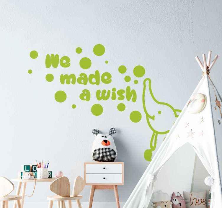 TENSTICKERS. 私たちは象の赤ちゃんの壁のステッカーを作りました. 象の赤ちゃんのデザイン画と「私たちは願い事をした」と書かれたテキストが書かれたシンプルな子供用寝室の装飾用デカール。
