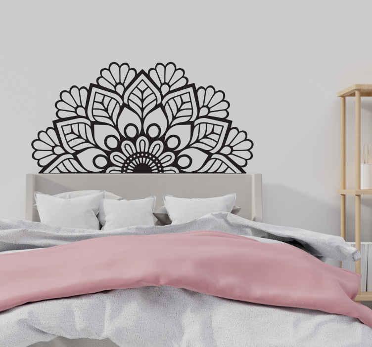 TenStickers. Muurstickers bed hoofdbord Mandala hoofdeinde. Decoratieve mandala sticker om elke ruimte in huis te verfraaien en op een andere ruimte naar keuze kan deze worden aangepast aan elke andere kleur die u wenst.