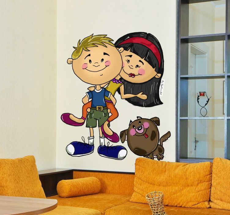 TenStickers. Naklejka na ścianę para przyjaciół. Kolorowa naklejka na ścianę dla dzieci przedstawiająca chłopca bawiącego się ze swoją przyjaciółką oraz towarzyszącego nim kota. Obrazek zrealizowany przez Apatino Art.