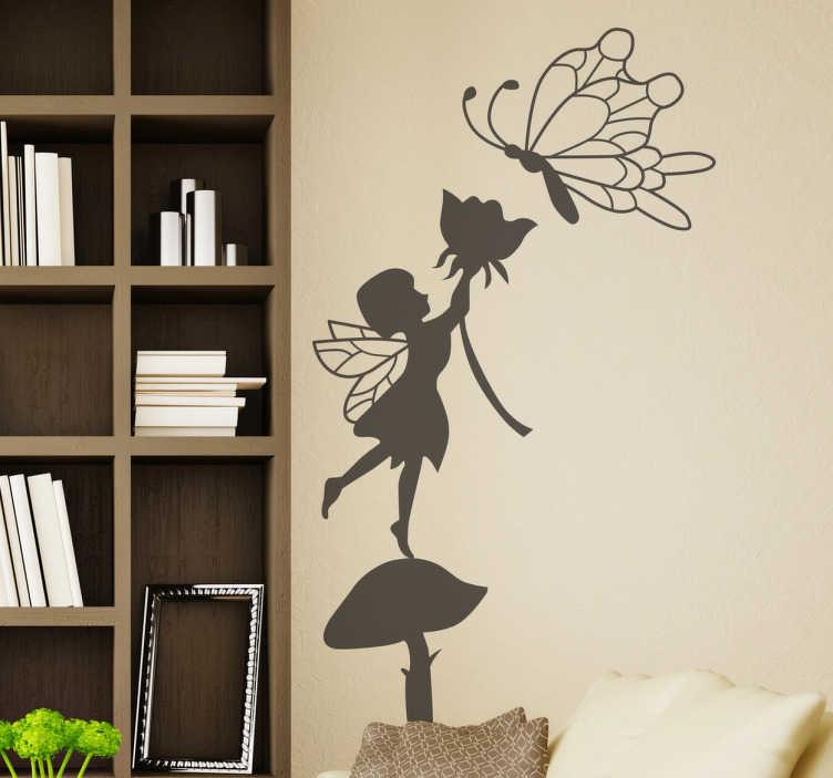 TenStickers. Adesivo cameretta fatina sul fungo. Sticker decorativo che raffigura la silhouette di una delicata fatina in piedi su un fungo mentre porge un fiore ad una farfalla.