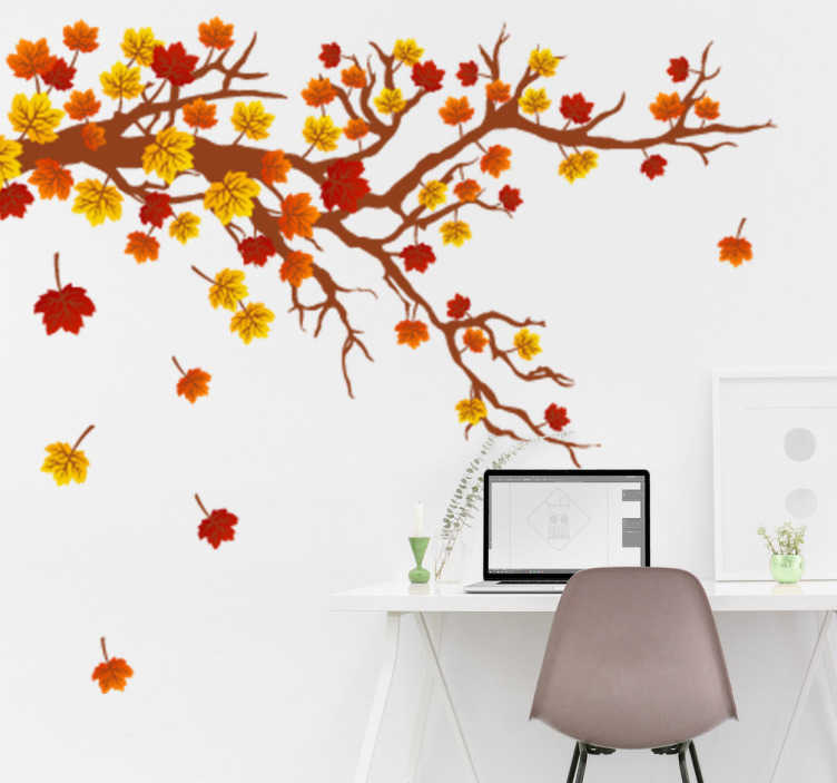 TENSTICKERS. 秋の木のデザインの壁のステッカー. 花の壁のデカール - 茶色やオレンジなどの葉の紅色を示すツリーデカール。この秋の壁のステッカーは、夏から秋への移行と木からの葉の落下を示しています。