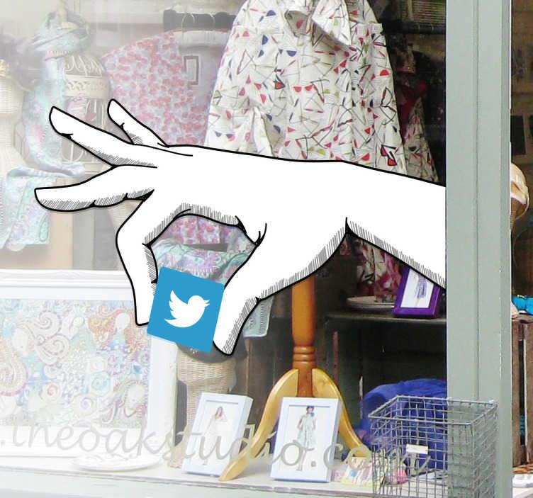 TenStickers. Twitter el logosu çıkartması. Bu vinil çıkartma twitter logosunu tutan bir eli gösterir. Bu, mağazanızı orijinal bir şekilde dekore etmenizi ve twitter kullandığınızı göstermenizi sağlar.