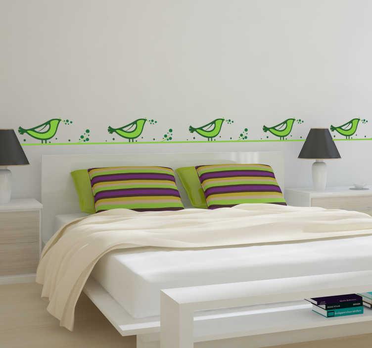 TenStickers. Sticker frise oiseaux verts. Personnalisez la décoration de votre chambre en ornant votre tête de lit de ces originaux et adorables petits oiseaux verts sur sticker.