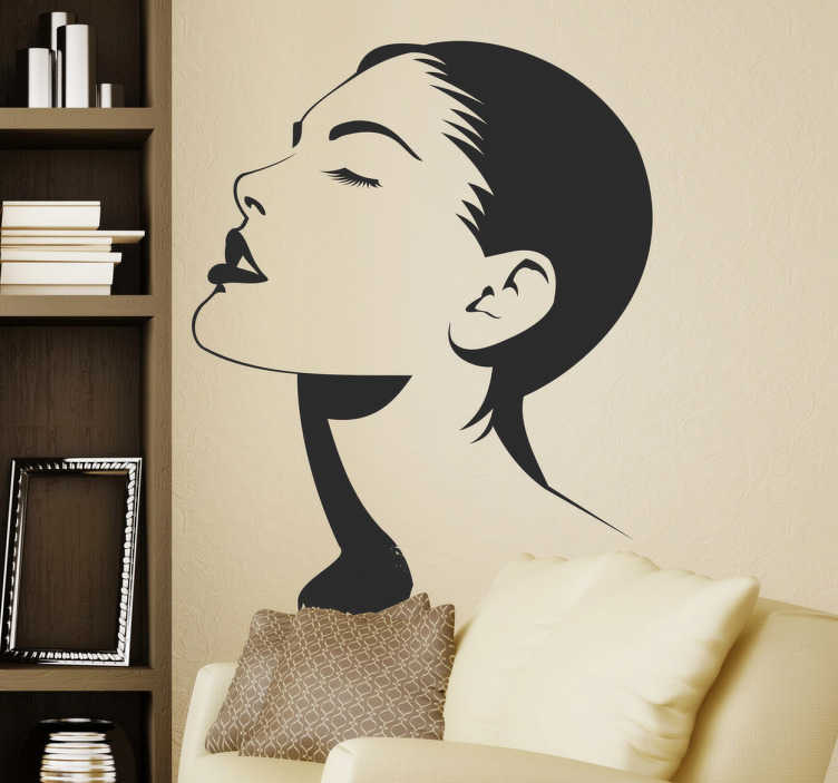 TenStickers. Sticker decorativo donna occhi chiusi. Adesivo murale che raffigura una bella ragazza che tiene il viso rivoloto verso l'alto e gli occhi chiusi. Una decorazione originale per le pareti di un negozio di cosmetica.