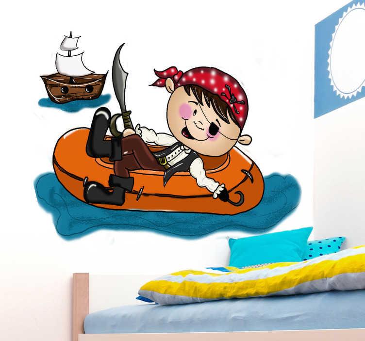TenStickers. Naklejka pirat rozbitek. Naklejka na ścianę zrealizowana przez Apatino Art. Obrazek przedstawia sympatycznego pirata z przepaską na oku oraz hakiem zamiast dłoni.