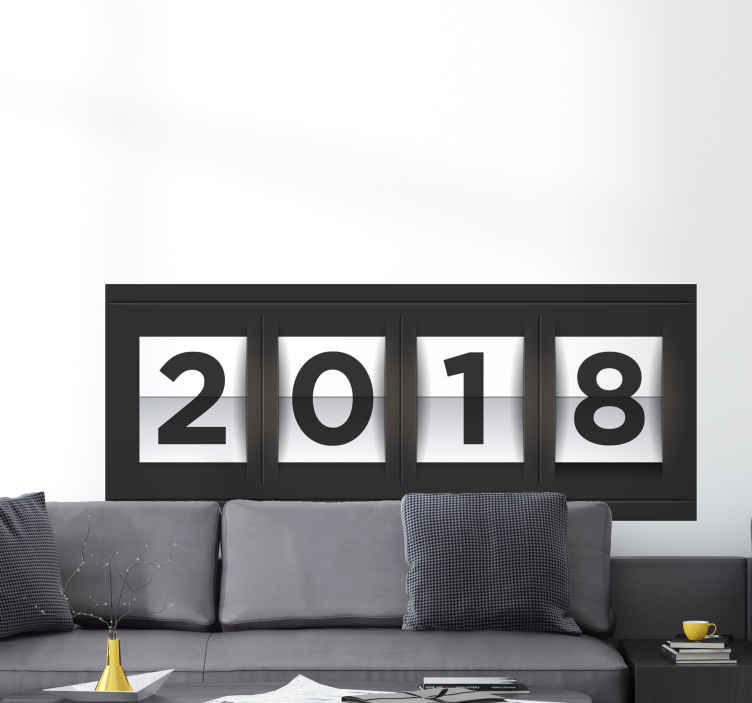 TenStickers. Nieuwjaar 2018 muursticker. Maak van 2018 jouw jaar met deze decoratieve muursticker! Mooi en strak design met de cijfers 2018! Ga het nieuwjaar alvast goed in met deze sticker!