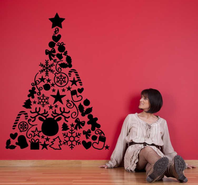 TenStickers. Kerstboom pyramide sticker. Decoratieve kerststicker van een kerstboom dat gemaakt is van allemaal kerst attributen! Zoals allemaal sneeuwvlokjes, sterren en cadeautjes.