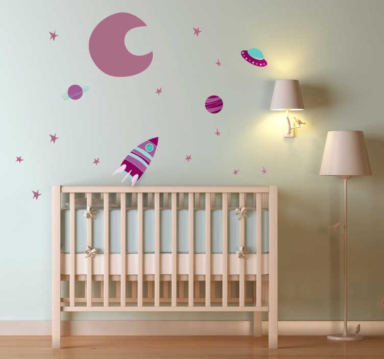 TenStickers. Naklejka dziecięca fioletowy wszechświat. Naklejka dekoracyjna dla dzieci, która przedstawia rakietę lecącą na księżyc. Ładna dekoracyja do pokoju dziecięcego.