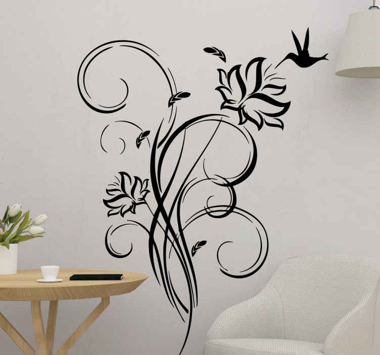 TenStickers. Stencil muro colibrì. Adesivo murale monocolore in cui compare un uccellino che vola attorno a uno dei due fiori facenti parte di una bella e sinuosa pianta.
