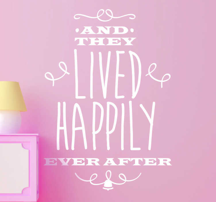 "TenStickers. Sticker nog lang en gelukkig. Een leuke muursticker met de Engelse tekst voor het afsluiten van een sprookje "" And they lived happily ever after ""."
