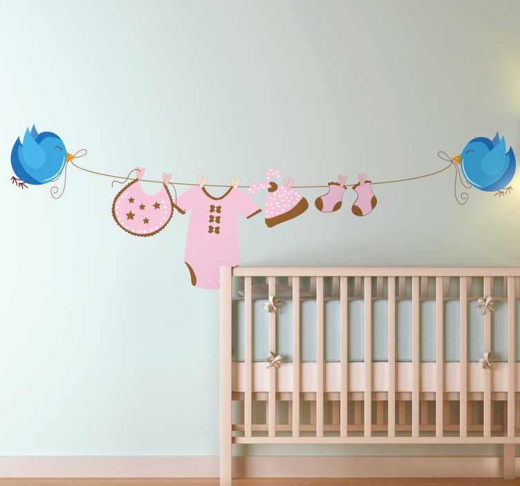 TenVinilo. Vinilo infantil tendedero ropa niña. Bonita ilustración en adhesivo para habitación de niñas con dos pájaros tensando una cuerda con ropa.