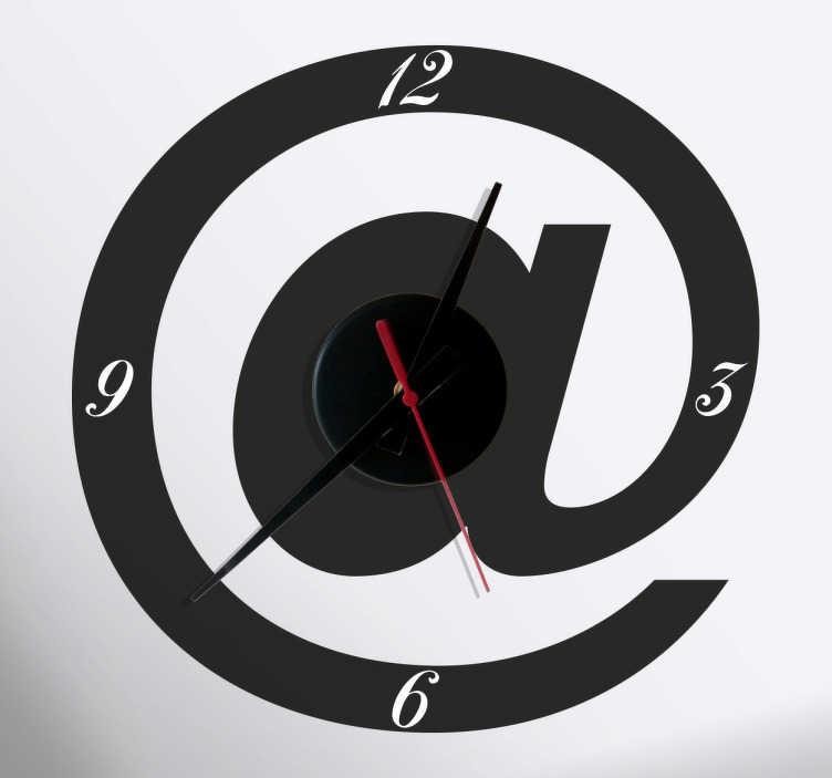 TenStickers. Sticker Klok @ teken. Deze klok sticket in de vorm van de @-teken is een originele manier om uw woning te decoreren. Keuze uit 50+ kleuren. +10.000 tevreden klanten.