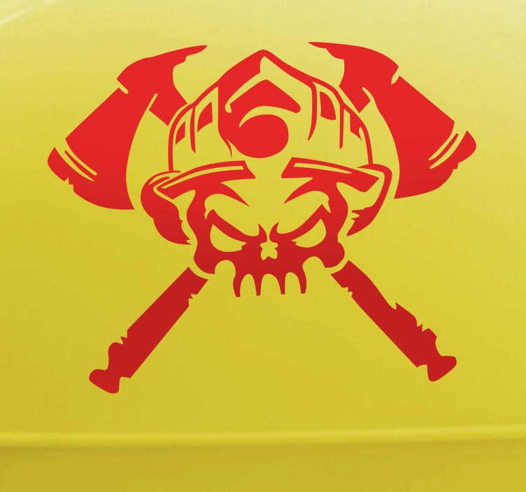 TENSTICKERS. 消防士の頭蓋骨のロゴステッカー. 2つの軸の背景に火の帽子で飾られた元の頭蓋骨のデザインを示すモノクロの壁のステッカー。