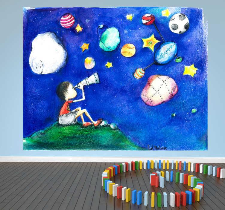 TenStickers. Otroci zvezdnato nebo ilustracija zidna stena. Otroške stenske nalepke - ilustracija grafika lol malone. Mladi fant, ki gleda na modro nočno nebo, napolnjeno z planeti, oblaki in zvezdami. Ki je idealna za mlade raziskovalce vesolja. Na voljo v vseh velikostih.