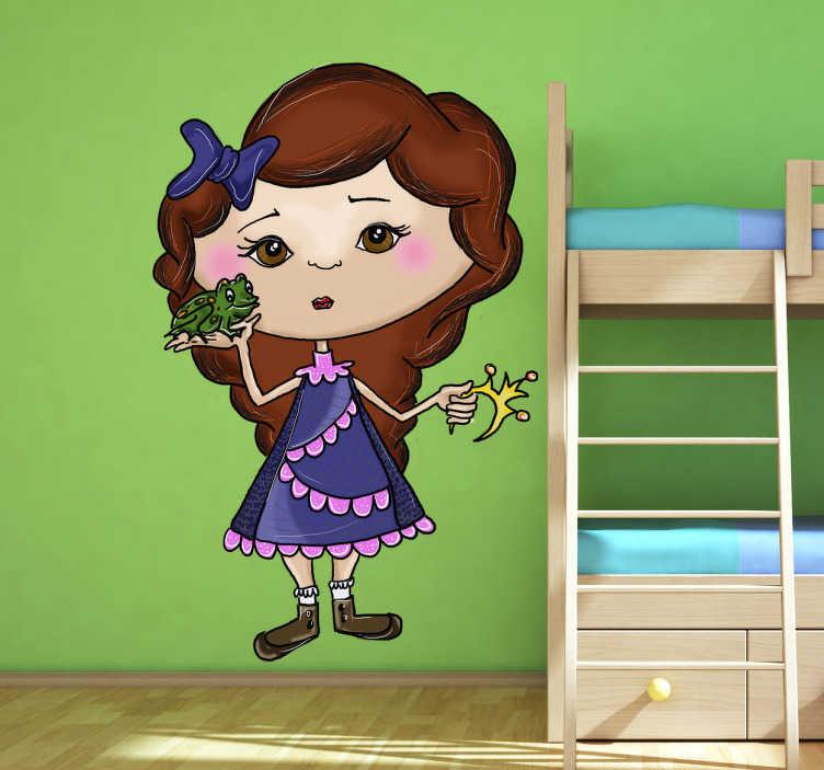 TenStickers. Meisje met kikker prins sticker. Op deze sticker zie je en meisje in een jurkje en een strikje in haar haren. Ze houdt een kikker en een kroontje vast haar handen.