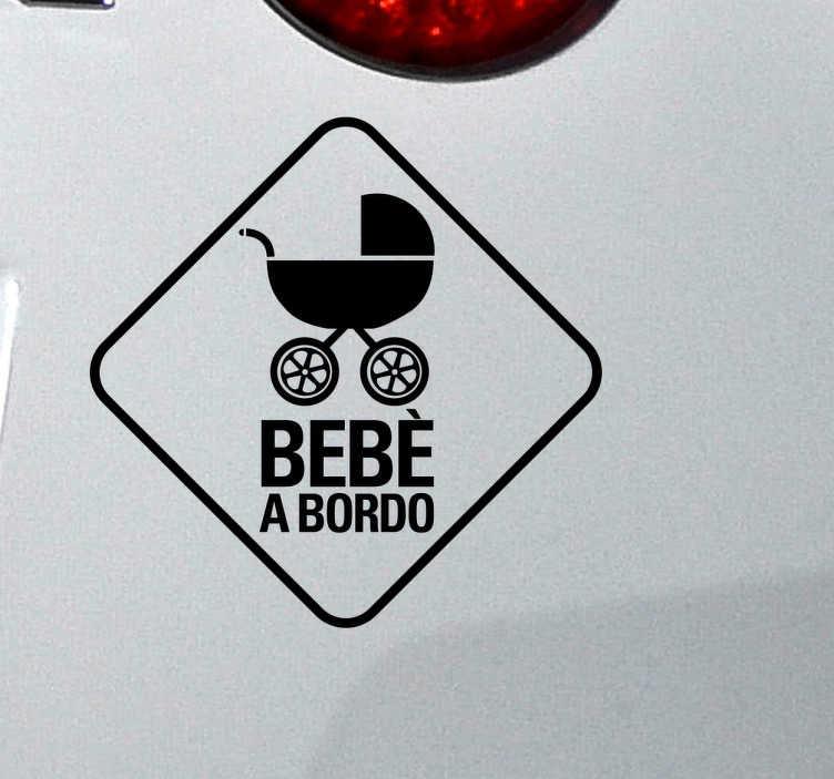 """TenStickers. Adesivo auto bebè a bordo carrozzina. Adesivo decorativo """"bebè a bordo"""" con carrozzina da applicare sulla vostra auto, con il quale potrai rendere noto agli altri conducenti che a bordo con te viaggia un bambino piccolo"""