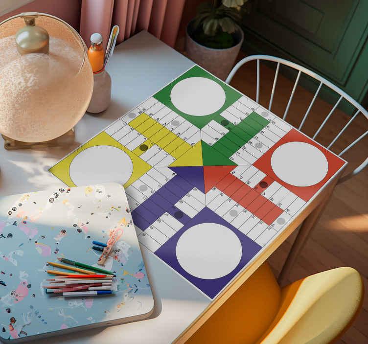 TenVinilo. Adhesivo tablero parchís clásico. Adhesivo con uno de los juegos más clásicos y populares, el Parchís. Colócalo sobre un tablero o mesa y juega a todas horas a éste magnífico juego.