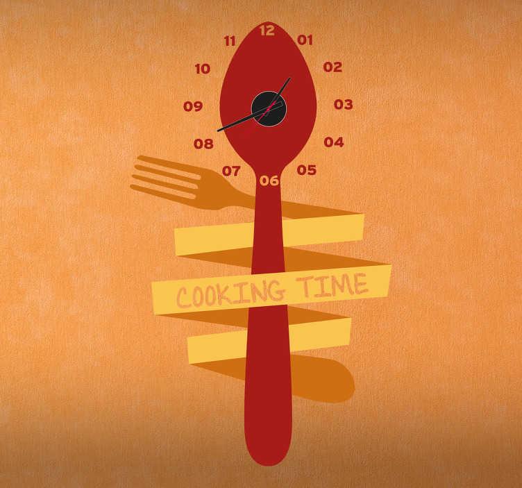 TenStickers. Naklejka zegar łyżka i widelec. Naklejka dekoracyjna przedstawiająca czerwoną łyżkę, która jest owinięta żółtym widelcem z napisem 'cooking time'.