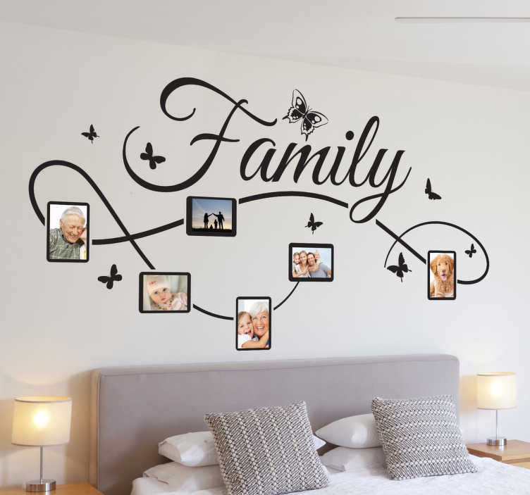 TenStickers. Family Fotos Aufkleber. Dieses besondere Wandtattoo Design kann mit den Fotos von Ihrer Familie verziert werden. Somit können Sie Ihre Wand zum Hingucker machen.