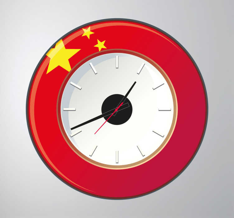 TenStickers. Sticker klok China. Decoreer uw woning met deze muursticker waar een leuke klok met de Chinese vlag op is afgebeeld. Klokmechanisme inbegrepen. Express verzending 24/48u.