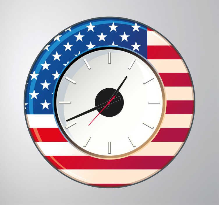 TENSTICKERS. 壁時計アメリカステッカー. 壁時計-アメリカ合衆国の壁時計。鮮やかな青と赤の色と白い旗と米国旗の星。