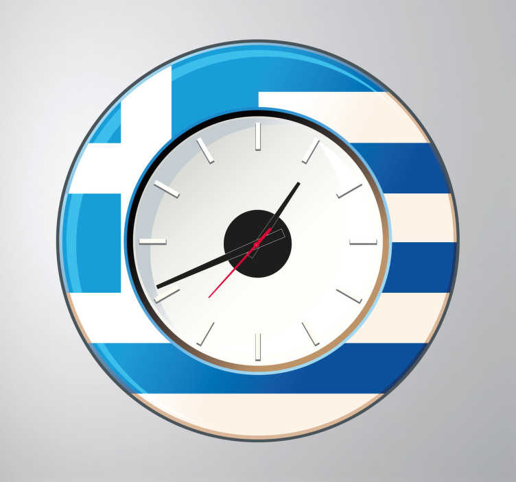 TenVinilo. Vinilo reloj pared Grecia. Vinilo de reloj para pared con la bandera del país heleno, cuna de la cultura europea.Incluye reloj de Ø23 cm (Diámetro), cuerpo del mecanismo de Ø8,5 cm (Diámetro)Aguja Horaria: 9,3 cm / Aguja Minutero: 13,2 cm / Aguja Segundera: 9 cm