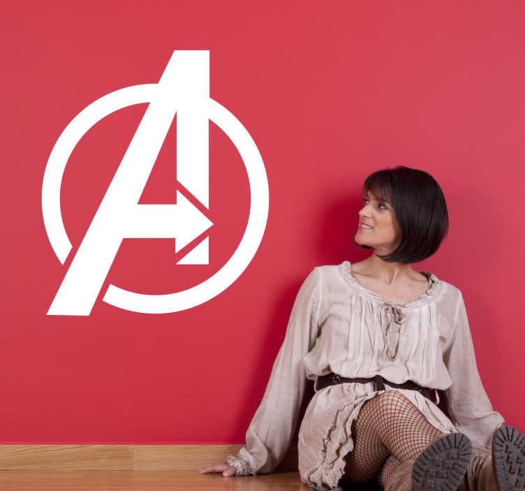 TenStickers. The Avengers Logo Sticker. Een decoratieve sticker van de beroemde superheld Squad The Avengers! Verkrijgbaar in verschillende afmetingen. Keuze uit 50+ kleuren.