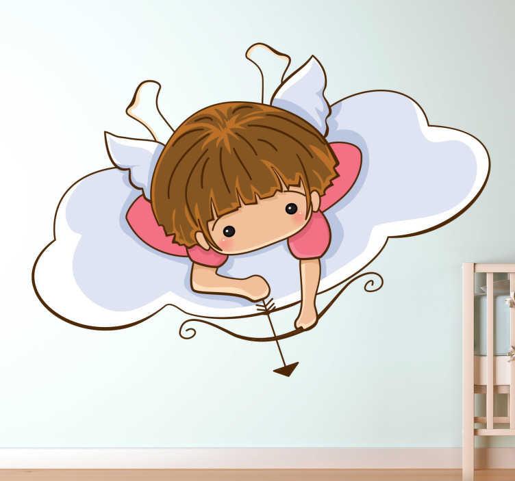 TenStickers. Naklejka dla dzieci cherubin. Urocza naklejka na ścianę dla dzieci z aniołkiem leżącym na chmurze, który przymierza się do strzału z łuku.