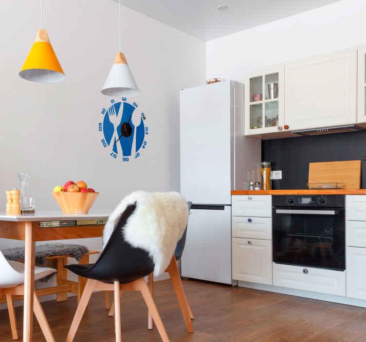 TenVinilo. Vinilo reloj cubiertos de cocina. Vinilo reloj decorativo para personalizar tu cocina con este set de cubiertos silueteados que ayudarán a amenizar tu cocina de forma divertida.