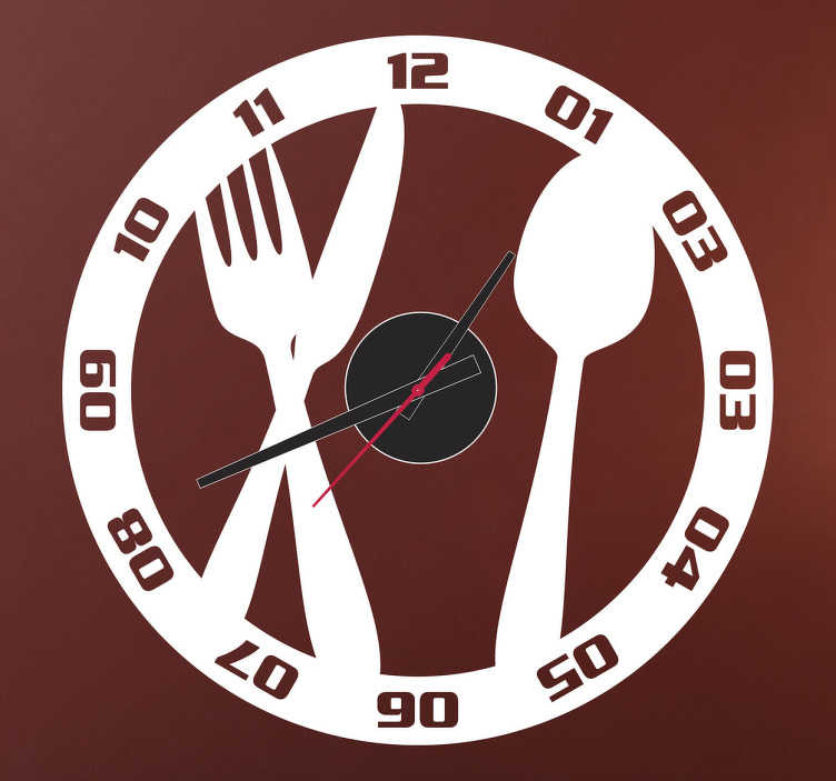 TenStickers. Sticker horloge couteau fourchette. Personnalisez votre cuisine avec ce set de couverts dans une assiette sur sticker.   Comprend horloge 23 cm de diamètre et mécanisme 8,5 cm de diamètre.  Aiguille heures : 9,3 cm / Aiguille minutes : 13,2 cm / Aiguille secondes : 9 cm