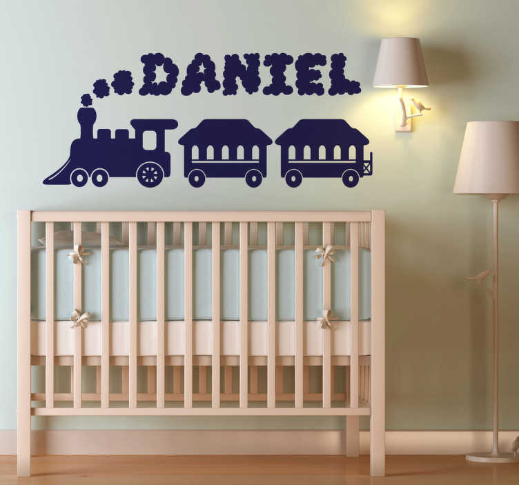 TenStickers. Naamsticker kinderkamer trein. Sticker voor de babykamer. Het ontwerp omvat een trein en kunt u personaliseren met een naam naar keuze. Afmetingen aanpasbaar en keuze uit 50+ kleuren.