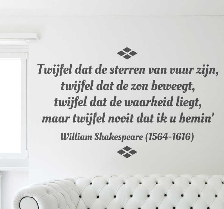 TenStickers. Sticker decoratie tekst Shakespeare Twijfel. Muursticker met een vertaling van een mooie spreuk uit één van de werken van William Shakespeare. Een leuk idee voor de decoratie van je woning.
