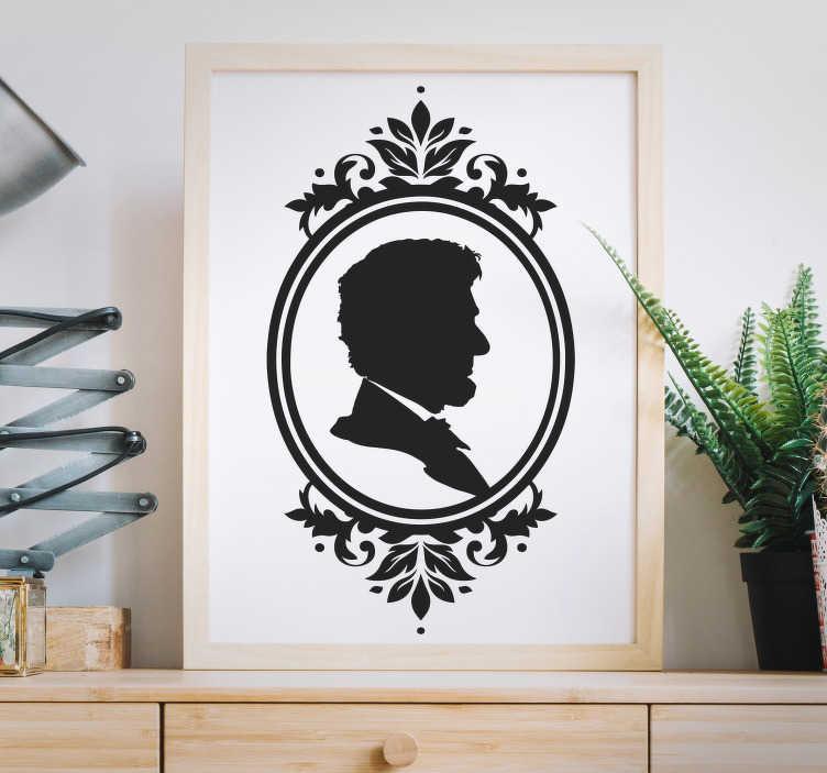 TenVinilo. Vinilo decorativo camafeo adulto. Elegante pegatina personalizada con silueta de la persona que tu elijas en un marco decorativo clásico, vintage, retro y con acabado floral.