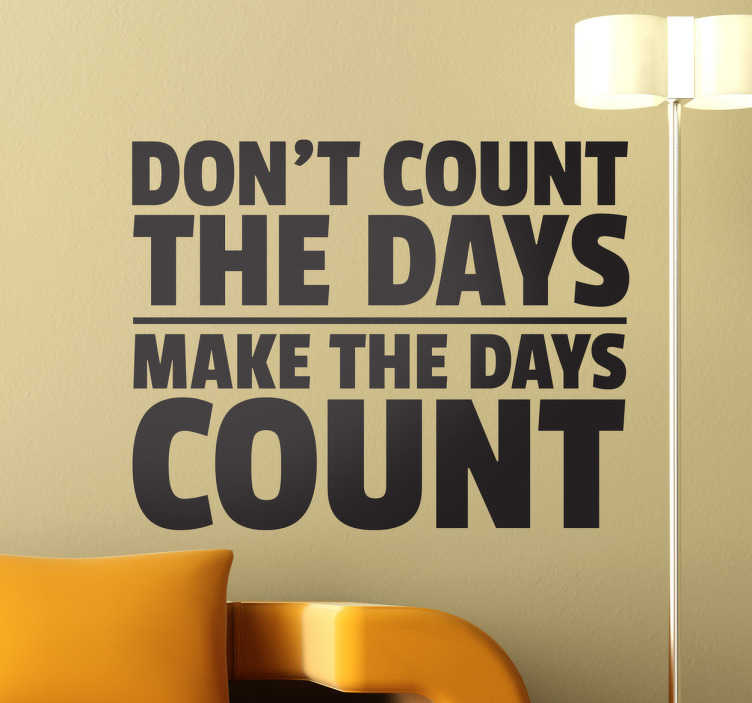 "TenStickers. Sticker make the days count motivatie. Een motiverende muurtekst voor de decoratie van uw woning. Een motivatie muursticker met de Engelse tekst ""Don't count the days, make the days count""."