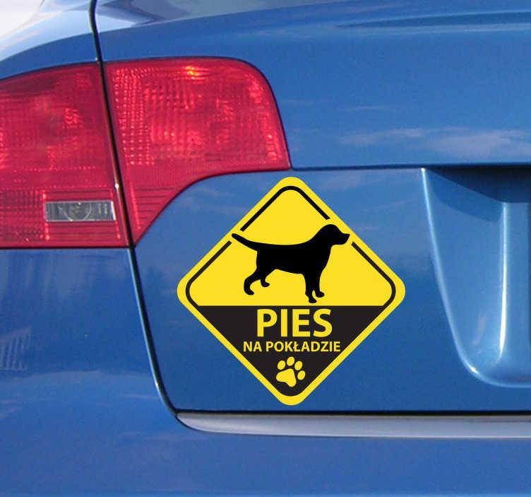 TenStickers. Naklejka pies na pokładzie auta. Kolorowa naklejka na auto dzięki której w widoczny sposób zaznaczysz obecność psa w samochodzie. Sprawdź nasze naklejki już dziś!