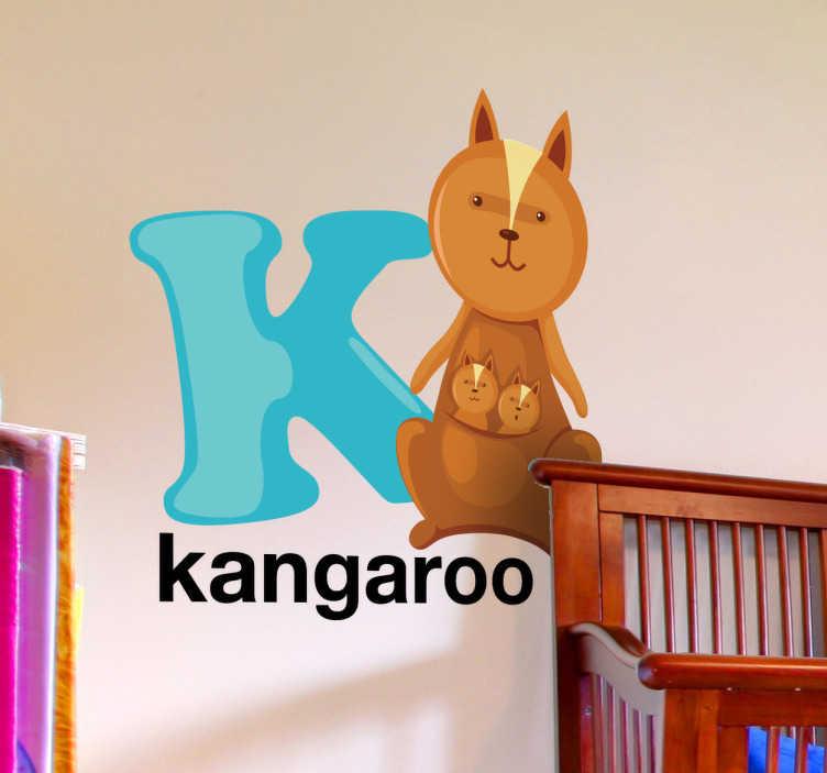 TenStickers. Sticker letter k Kangaroo. Een leuke muursticker van de letter K uit het alfabet met hierlangs een leuke kangoeroe afgebeeld! Leuke wanddecoratie voor de babykamer, kinderkamer.